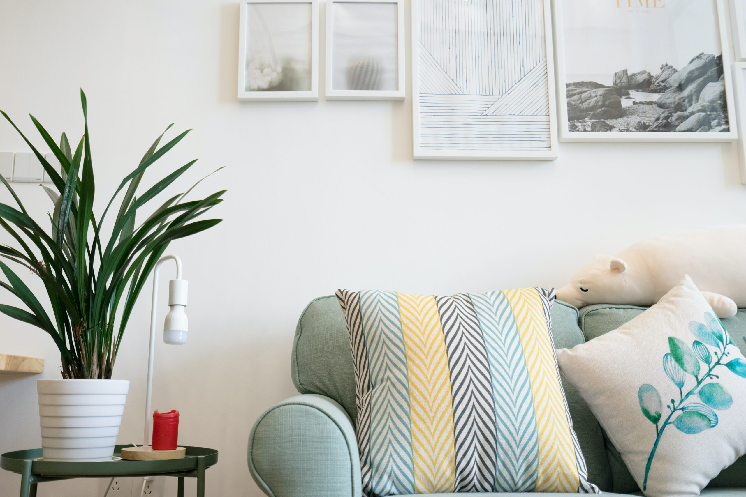 How to improve your home decor in a small budget + Finance tip